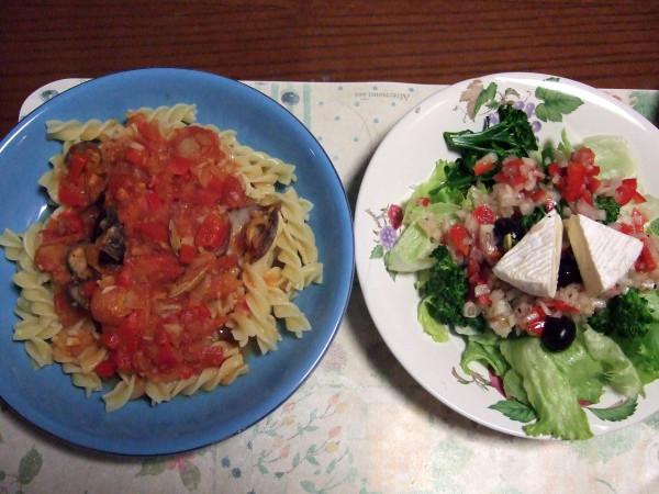 トマトボンゴレパスタ&カマンベールチーズ入りサラダ
