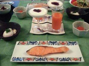夕食と引続き、ティンカーベルの朝食も和洋コラボで豪華ですが、かなりのボリュームがあります。
