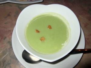 じゃらんなどの口コミ好評のそら豆スープは美味しいです♪この日の草津は雨天で肌寒かったので、ちょうど温かいスープはピッタリでした。
