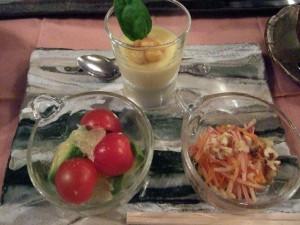 北軽井沢(群馬県嬬恋村)は、やっぱり高原野菜が中心です。中央のコーンがのせてあるのに注目です。これは、コーンスープをゼラチンで固めたものですが、新感覚でなかなか美味しかったです!