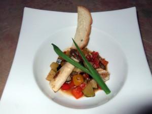 白身魚(イトヨリ)のイタリアンソテーは色とりどりです。もう、お料理はこれでおしまいかと思ったのですが・・・。