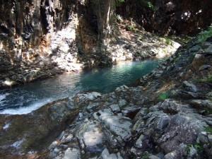 素晴らしい岩ときれいな水。