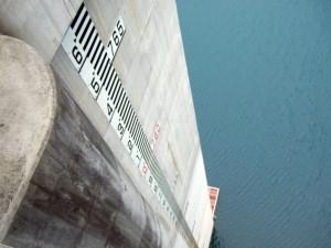 ダムの下は、まるで吸い込まれそうな感じで体中ビクビクして怖かったですwwwwww