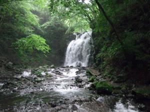 ここが浅間大滝です。先程の魚止めの滝より大きいです。でも、この辺が大雨だったら怖いwwwwwww~