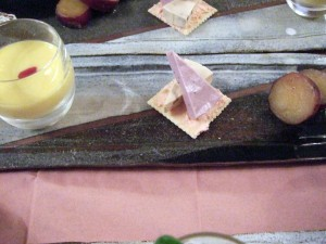 真ん中のブルーベリーチーズは義母と私のお気に入りです。(去年の秋に宿泊した夕食にも出ました。)しかし、残念ながら業務用のために市販では売っていません。