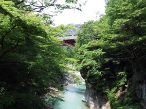 さらに、もう一つの赤い橋があります。