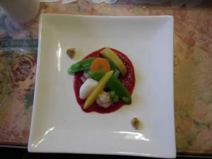 温野菜のビーツソース。