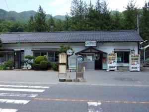 地元の方々が教えて下さいました情報によれば、JR吾妻線 川原温泉駅のそばには吾妻渓谷の遊歩道入口があるそうです。