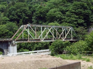 JR吾妻線の線路は、のどかで古臭さがあります。