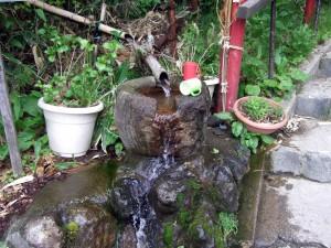 ここにも霊水?がありますが、私達は飲まずに見ているだけでした。とりあえず記念撮影!