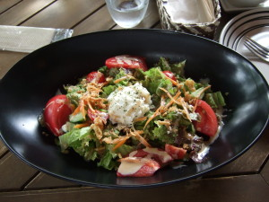 高原野菜のサラダも美味しい!