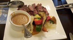 香川県産牛のステーキですが、さっぱりした赤味でやわらかいです。