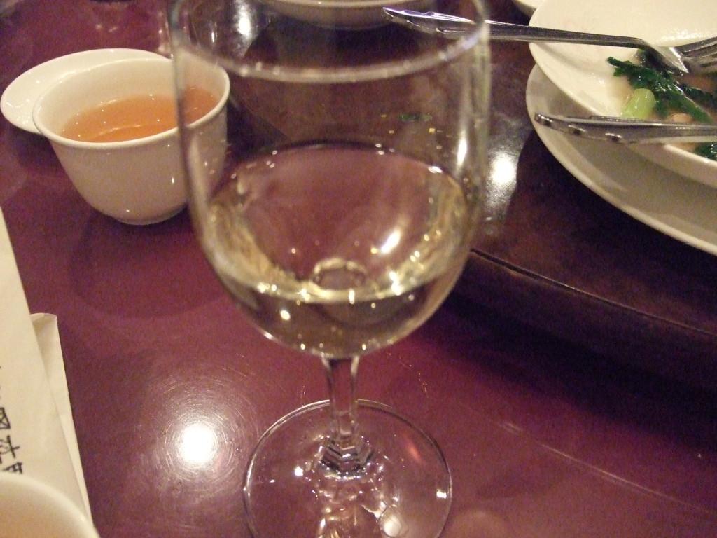 ビールが飲み終わったので、次は白ワインで。