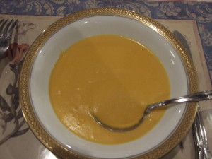 このキャロットスープは口コミで大人気!人参の甘みと濃厚な味わい!