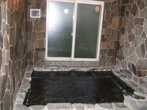 こちら『不老の泉』は二人用の小さなお風呂。ちなみに昨日ここで入浴しました。