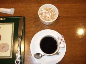 朝食のコーヒー&グラノーラ