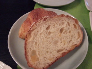 フランスパン2切れ