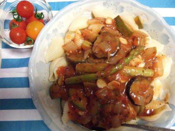 トマトとバジルの夏野菜パスタ