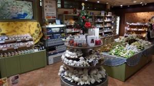店内は星の王子さまグッズや輸入菓子などが販売しています。