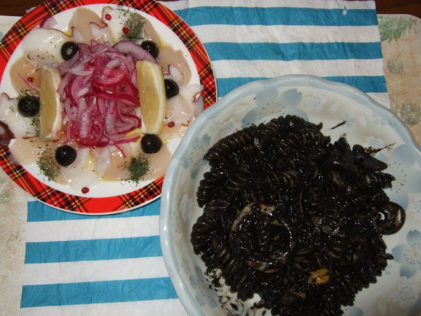 イカスミパスタ&タコとホタテのマリネ