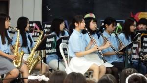 女子吹奏楽のメロディに感動!
