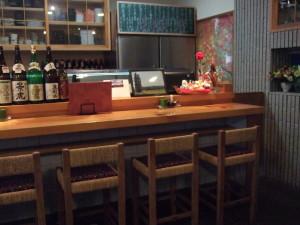 ここの部分部分は、かつてお寿司屋さんだった面影がのこっています。今はすでに、ここの息子さんが居酒屋として再スタートしているようです。