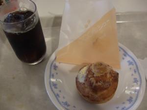 カフェにてeco田シュークリームを注文。これって新秋津の某有名洋菓子屋さんから取り寄せたものでは?と思った。