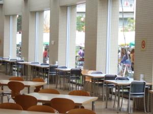 大学の学食で一部OPENカフェがありました。