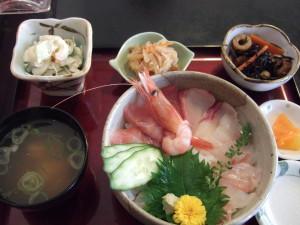 休日一日目のランチは最近私たち夫婦の間ではまっている居酒屋奴さんの海鮮丼ランチです。いつ行っても新鮮美味しい!