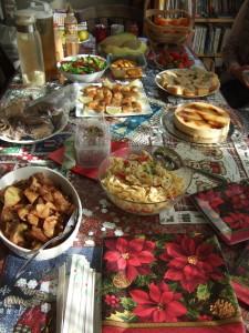 姉妹の方々の手づくり料理やお菓子類。皆さん、素晴らしいです。
