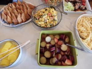 中華春巻き、かぼちゃサラダ、パスタサラダ、焼き豚、たくあん、さつま芋&リンゴグラッセ、フライドポテト