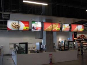 1FフロワにあるIKEA FOOD のビストロコーナーですが、何と!超低価格で軽食が出来ます。これは子連れファミリーや学生さんたちなど大喜び。2Fはレストランとインテリア&雑貨となっていますが、今回は行きませんでした。