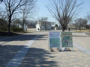 昭和記念公園みどりの文化ゾーンがあり、ここでは無料の広場や花みどり文化センターが設置されています。
