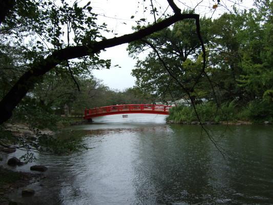 竜ケ池の弁天橋