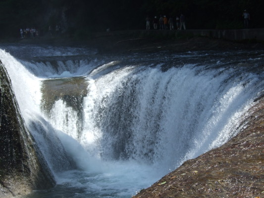 吹割の滝を近くでアップして撮ったもの。