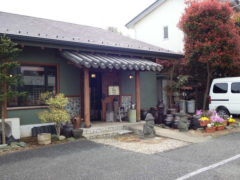 しかし、御成橋のそばにあるオシャレな韓国家庭料理仁寺洞(インサドン)があり、ここでランチタイムやテイクアウトもあるそうです。こちらのお店はダンナといつか行こうと思っていたのですが、中々チャンスがありませんでした。