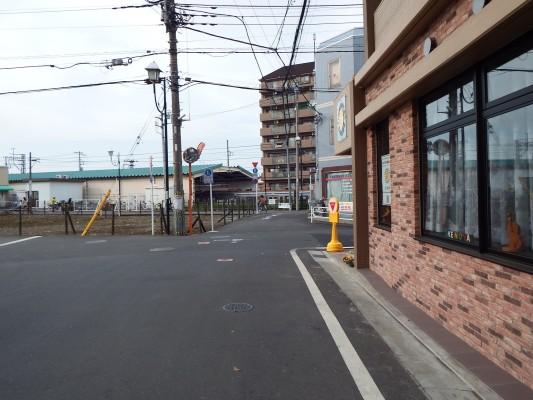 西武池袋線秋津駅のホームが見えます。