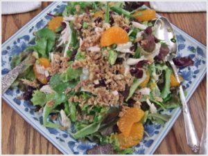 こちらも宣教師夫人のフルーツとチキン入りの野菜サラダです。