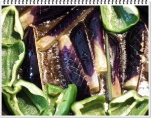 2.各野菜をごま油で揚げる。※揚げる前は、よく野菜の水気をよくとっておくこと。