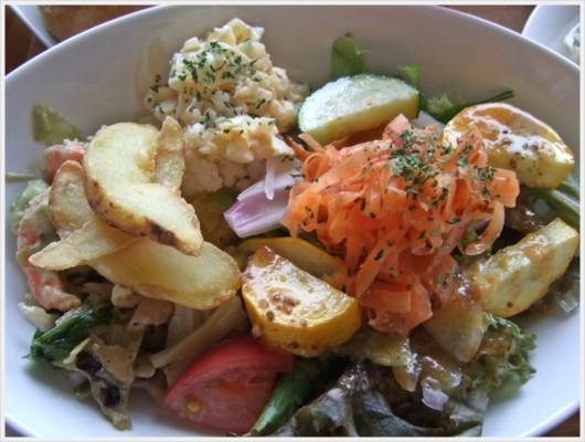 地産地消の野菜たっぷりメイン料理
