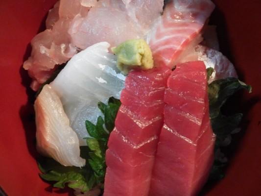 スーパーの刺身で寿司丼