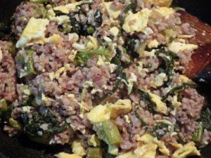 6.仕上げにふんわり卵を加え、塩コショウで味を調えてから火を止める。