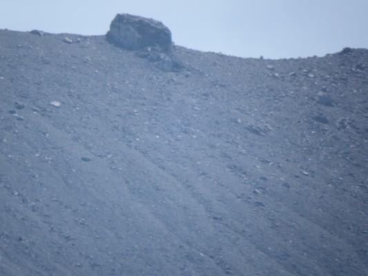 浅間山の向こう(天辺)を望遠レンズで撮ったもの。