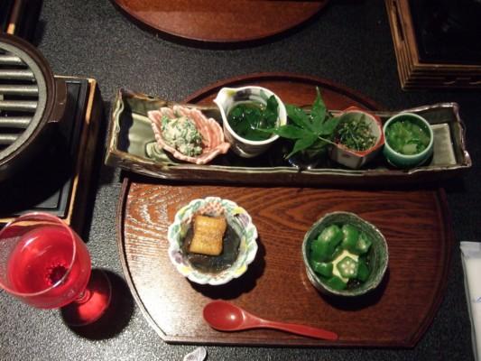 最初の創作料理の全品と赤紫蘇ジュース付き