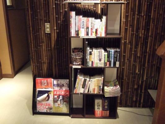 2Fの廊下にある本棚