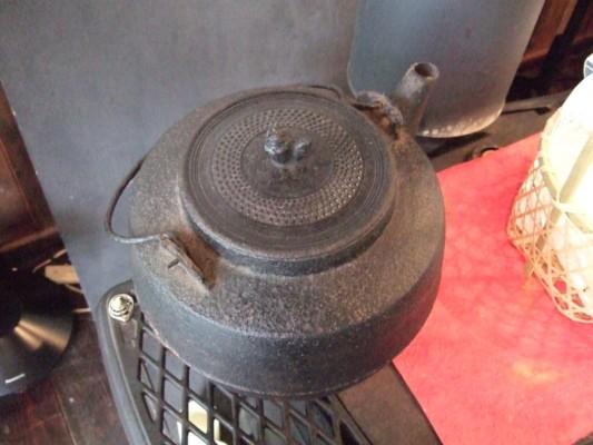 大きな鉄鍋