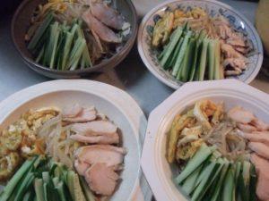8.錦糸卵、蒸し鶏、キュウリを飾る。
