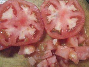 1.トマトを細かくカットする。