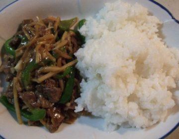 【牛肉の簡単レシピ】青椒肉絲(チンジャオロース)丼