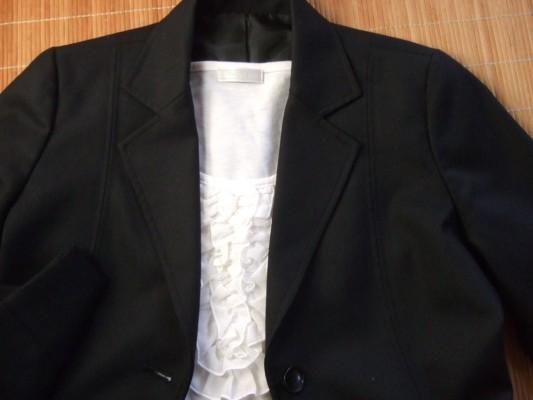 スーツのインナー 白いカットソー